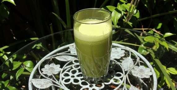 Refreshing Ginger-Apple Drink