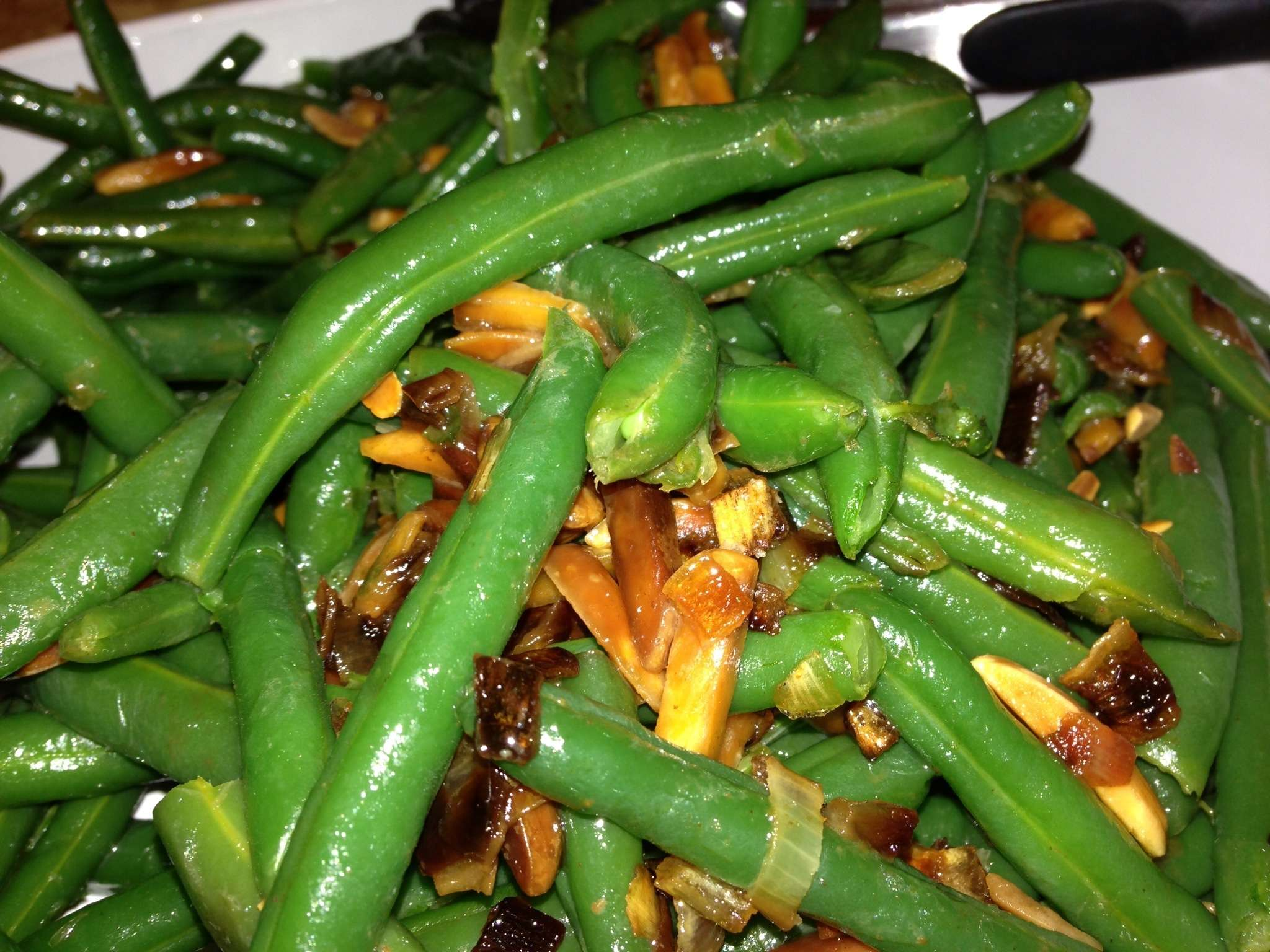 Toasted Almond Garlic Green Beans